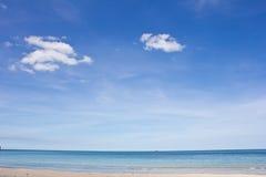 Nad morzem piękny niebieskie niebo Zdjęcie Royalty Free