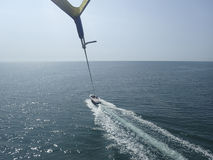 nad parasailing morzem Obraz Royalty Free