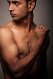 nad portretów potomstwami gniewny ciemny indyjski mężczyzna Fotografia Stock