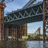 nad rzeką bridżowa budowa Chwilowa konstrukcja obrazy royalty free