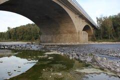 nad rzeką bridżowe góry ilustracja wektor