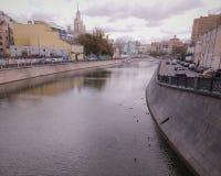 nad rzeką bridżowy Moscow zdjęcie stock