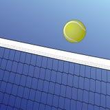Nad Siecią tenisowa Piłka Zdjęcie Royalty Free