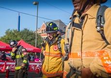 Nad Sześćdziesiąt roczniaków strażakami zdjęcia stock