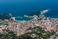 Nad widok od góry na sławnym chorwackim kurorcie Makarska Obrazy Stock