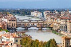 Nad widok Ponte Vecchio w Florencja Obrazy Stock