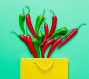 Nad widok przy Chili torba na zakupy i pieprzem Obraz Stock