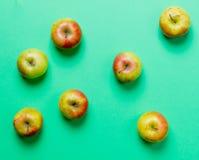 Nad widok przy grupą jabłka fotografia royalty free