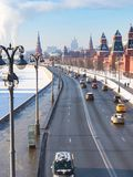 Nad widok samochody na Kremlowskim bulwarze w Moskwa obraz royalty free