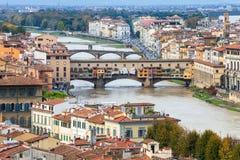 Nad widoku Ponte Vecchio stary most w Florencja Zdjęcie Stock