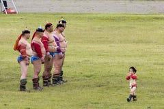 Nadaam节日的摔跤手在蒙古 免版税库存照片