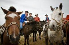 Nadaam hästkapplöpningar i Mongoliet arkivbild