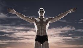 Nadada del deportista en la puesta del sol Fotografía de archivo
