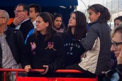 NADADA 2015 do PORTO do DIA de NATAL, BARCELONA, porto Vell - 25 de dezembro: audiência olhada para a raça imagens de stock royalty free