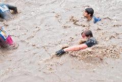 Nadada dos desportistas na raça do extrim Caráter de aço Fotos de Stock Royalty Free