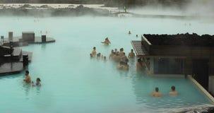 Nadada encima de la barra en la laguna azul en Islandia Fotos de archivo