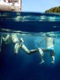 Nadada no oceano Fotos de Stock Royalty Free