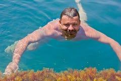 Nadadas del hombre Foto de archivo libre de regalías
