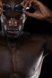 Nadador africano joven con las gafas Fotos de archivo libres de regalías