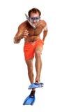 Nadador caucásico en máscara, tubo respirador y aletas Foto de archivo libre de regalías