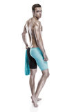 Nadador caucasiano atrativo novo do homem com óculos de proteção e toalha Imagem de Stock
