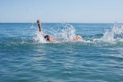 Nadador de flutuação Imagem de Stock Royalty Free