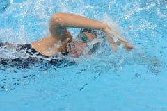 Nadador de sexo femenino Fotos de archivo libres de regalías