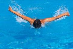 Nadador de sexo femenino bonito Imagen de archivo