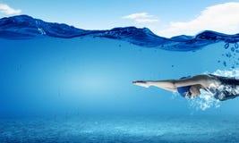 Nadador de sexo femenino Imagen del concepto imagen de archivo