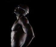 Nadador de sexo masculino africano que toma una rotura Imágenes de archivo libres de regalías