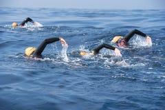 Nadador desconocido en el mar Fotos de archivo
