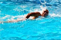 Nadador enérgio Foto de archivo libre de regalías