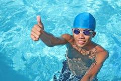 Nadador en pulgares para arriba Imagenes de archivo