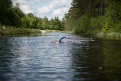 Nadador en un canal Imagenes de archivo