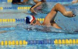 Nadador que compite en raza Foto de archivo libre de regalías