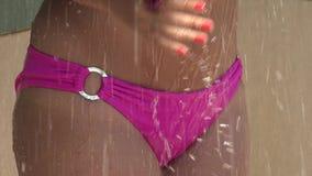 Nadador Taking una ducha almacen de video