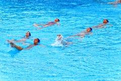 Nadadores de sexo femenino jovenes Imagen de archivo libre de regalías