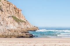 Nadadores en una playa Imagenes de archivo