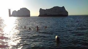 Nadadores fora da ilha das agulhas do wight fotografia de stock royalty free