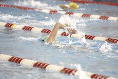 Nadadores na pista Fotografia de Stock