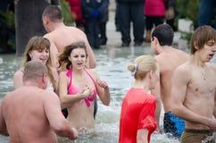 Nadar no gelo-furo. Festa do esmagamento Foto de Stock Royalty Free