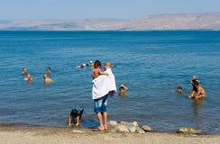Nadar no mar de Galilee foto de stock