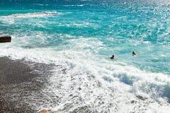 Nadar no Mar Negro perto de Yalta no outono Fotografia de Stock Royalty Free
