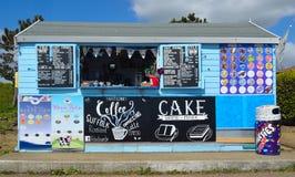 Nadbrzeża orzeźwienia kiosk na deptaku Zdjęcie Royalty Free