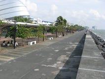 Nadbrzeże deptak blisko centrum handlowego Azja, Manila, Filipiny zdjęcie royalty free