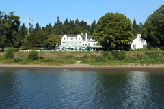Nadbrzeże rzeki hotel Zdjęcie Royalty Free