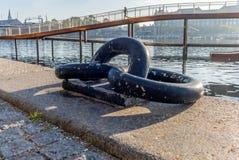 Nadbrzeżny most i doki w Kopenhaga z kobieta bieg wewnątrz obraz stock