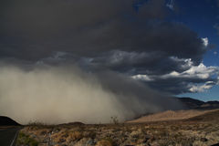 nadchodząca burza piaskowa Obrazy Royalty Free