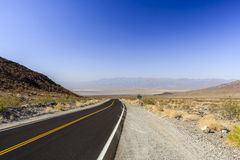Nadeau试验,高速公路190,死亡Valles国家公园 免版税库存照片