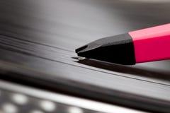 Nadel, die spinnende Vinylaufzeichnung, Nahaufnahme verkratzt Lizenzfreies Stockfoto